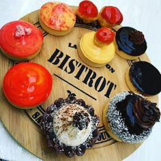 Plateau gourmand de desserts. #food #foodporn #intagram #patisserie #chocolate #fruit #instafood #bistrot #instagood #nelsonlacuisineetvous #coursdecuisine #clermontferrand #auvergne #plaisir #fun