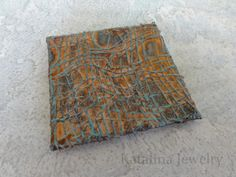 Rust on all surfaces. Even plastic and paper-Katalina Jewelry: An Experiment in Rust Rusty Metal, Wood And Metal, Patina Paint, Aging Metal, Metal Crafts, Diy Crafts, Paint Finishes, Painting Tips, Fiber Art