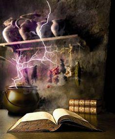 """Aus dem Gefäß stiegen lilafarbene Qualmwolken. Grellleuchtende Blitze waren in dem farbigen Rauch zu sehen. Art-Work aus dem Fantasy-Roman """"Der siebte Kristall"""""""