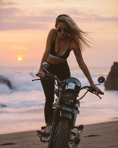 My name is Sam. I like to travel the world, Balinese sunsets … – Vespa – Motorrad Cafe Racer Girl, Bmw Cafe Racer, Motorbike Girl, Motorcycle Outfit, Motorcycle Girls, Lady Biker, Biker Girl, Vespa, Blitz Motorcycles