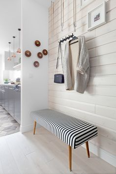 11 Home Staging Tips and Stylish Entryway Ideas for Small Spaces Built In Furniture, Entryway Furniture, Home Decor Furniture, Entryway Decor, Furniture Design, Entryway Ideas, Glass Closet Doors, Small Hall, Home Staging Tips