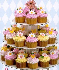 Pink and yellow daisy cupcakes Daisy Cupcakes, Mini Cupcakes, Spring Cupcakes, Pretty Cupcakes, Beautiful Cupcakes, Sweet Cupcakes, Easter Cupcakes, Yummy Cupcakes, Wedding Cupcakes