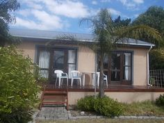 Fisherhaven Self Catering Fully furnished  and equipped self-catering flatlet Suitable for family of four or group of friends.  | Holiday Houses SA