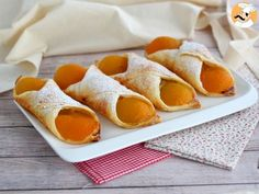 This little pastries are the best, and so easy to bake : some puff pastry, vanilla custard, and a few apricot slices, and there you are! Cannoli, Apricot Slice, Sweet Recipes, Cake Recipes, Antipasto Pasta Salads, Puff Pastry Sheets, Vanilla Custard, French Pastries, Hand Pies