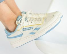 Reebok Club C Revenge Sneaker in weiss - Sneaker Reebok, Converse Sneaker, Sneaker Outfits, Sneakers Mode, Sneakers Fashion, Reebok Outfit, Club C 85, Reebok Club C, Pumped Up Kicks