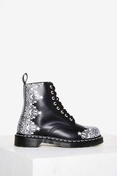 Dr. Martens 8-Eye Leather Boot - Pascal Lace - Grunge