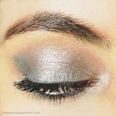 Did you know there's a way to make your favorite eyeshadow show up more? You'll never wear it alone again! Make it pop with today's tutorial by clicking twice on this picture!