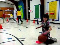 ▶ PE Dribbling Game for Basketball - Dribbling with Dinosaurs - YouTube more at http://carly3.blogspot.com