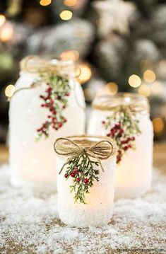 DIY Snowy Mason Jars – create faux snow-covered mason jar luminaries for the holiday season. bottle crafts with lights DIY Snowy Mason Jars Wine Bottle Crafts, Mason Jar Crafts, Mason Jar Diy, Bottle Bottle, Wine Bottles, Mason Jars With Glitter, Mason Jar Burlap, Jelly Jar Crafts, Wedding Mason Jars
