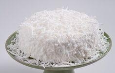 Ingredientes: Massa: 8 ovos 4 copos (americano) de açúcar 4 copos (americano) de farinha de trigo 1 colher (sopa) de fermento em pó 12 colheres (sopa) de água gelada Recheio: 1 lata de leite conden...