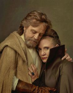 Carrie Fisher as Leia Organa with her daughter Billie Lourd as Lieutenant Kaydel Ko Connix and Mark Hamill as Luke Skywalker, photographed by Annie Leibovitz for Vanity Fair. Star Wars Film, Star Wars Episoden, Star Wars Rebels, Leia Star Wars, Vanity Fair, Harison Ford, Portrait Photos, The Blues Brothers, Star Wars Tattoo