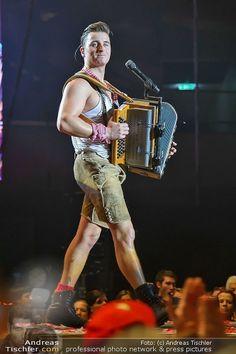 Andreas Gabalier (Konzert) @ Stadthalle, 30.11.2013 Ich war nie ein Fan von Volksmusik,aber er ist der Knaller!!!!