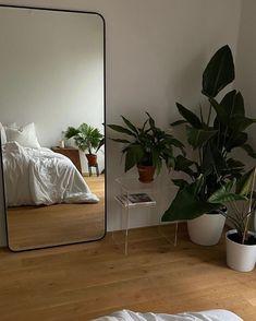 Dream Rooms, Dream Bedroom, Minimalist Room, Room Ideas Bedroom, Zen Bedroom Decor, Study Room Decor, Bedroom Inspo, Aesthetic Room Decor, House Rooms