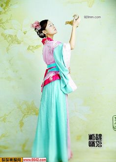 Chinese Traditional Custume Chinese Traditional Costume, Traditional Outfits, Chinese Clothing, Chinese Dresses, Modest Costumes, Mandarin Dress, China Dolls, Chinese Culture, Japanese Kimono
