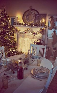 Our Prairie Home: Christmas Dining Room, Budget Holiday Decorating Ideas www.loveitsomuch.com