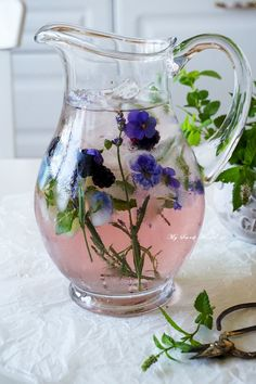 Iced herbal water with lavender Sweet Desserts, Herbalism, Vase, Pretty, Dishes, Decor, Herbal Medicine, Decoration, Tablewares