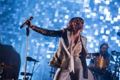 Florence + The Machine seizes her moment at Glastonbury 2015 / DIY #merchantarchive