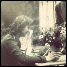 Vanessa Bell fixing flowers, with Duncan Grant to the side. Vanessa Bell, Artist Life, Artist Art, Virgina Woolf, Dora Carrington, Leonard Woolf, Duncan Grant, Wolves And Women, Bell Art