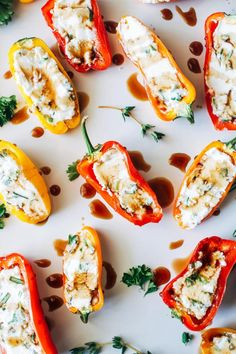 Herbed Cheese Stuffed Mini Sweet Peppers Herbed Cheese Stuffed Mini Sweet Peppers- just 3 ingredients and 15 minutes for a flavorful appetizer that everyone will love! Light Appetizers, Quick And Easy Appetizers, Appetizer Recipes, Cream Cheese Stuffed Peppers, Stuffed Mini Peppers, Mini Paprika, Chile, Vegan Cream Cheese, Goat Cheese