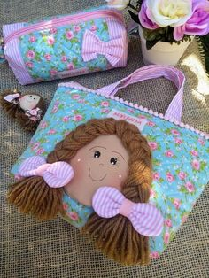 18 Ideas For Patchwork Artesanato Tecido 18 Ideas For Patchwork Fabric Crafts Sewing Art, Baby Sewing, Sewing Crafts, Patchwork Fabric, Patchwork Bags, Fabric Bags, Fabric Dolls, Diy And Crafts, Crafts For Kids