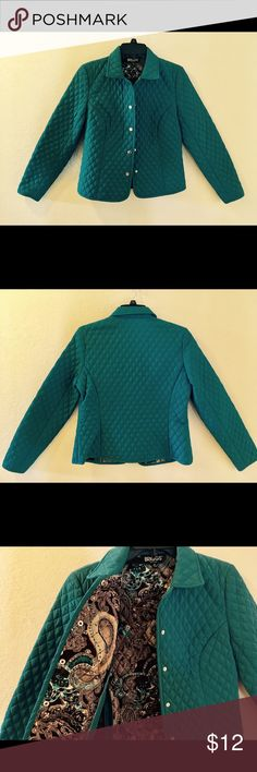 """Briggs 6P Blue/Green Light Puffer Jacket. Briggs 6P Blue/Green Light Puffer Jacket. 22"""" in length from shoulder to hem, 18"""" from armpit to end of sleeve, 18"""" from armpit to armpit. Snap buttons. Inside of jacket is a paisley pattern. There are ever so slight marks on outside of the edge of the left sleeve and the same on the inside of the right sleeve as indicated in last picture. Also very slight piling. In great pre-loved condition. 100% Polyester filling, 100% Polyester lining. Machine…"""