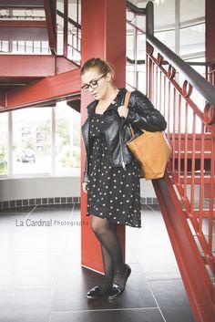 © La Cardinal Photographe La Petite Simpliste #lps #lookbook #fasion #woman #work #bureau #escalier Lps, Lookbook, Fasion, Leather Skirt, Woman, Skirts, The Cardinals, Photography, Skirt