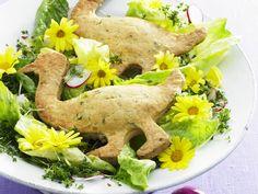 Österlicher Salat mit Gänse-Gebäck | Zeit: 30 Min. | http://eatsmarter.de/rezepte/oesterlicher-salat-mit-gaense-gebaeck