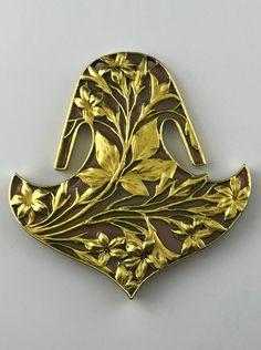 Rene Lalique Pendants Feuilles et Fleurs 15829 Fleurs Art Nouveau, Bijoux Art Nouveau, Art Nouveau Flowers, Art Nouveau Jewelry, Coral Jewelry, Jewelry Shop, Jewelry Art, Vintage Jewelry, Handmade Jewelry