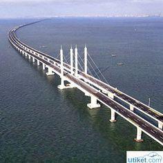 Jual Tiket Pesawat: Jembatan Terpanjang di Dunia  Apa nama jembatan terpanjang yang ada di Indonesia? Apalagi kalau bukan Jembatan Suramadu, jembatan ini menghubungkan antara Surabaya dan Madura. Tapi tahukah Anda, apa dan dimana letak jembatan terpanjang di dunia? - See more at: http://tiketpesawatklaten.blogspot.com/2014/04/jembatan-terpanjang-di-dunia_8.html#sthash.vcefWFOE.dpuf