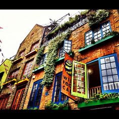 Neal's Yard #colours #London #summer #coventgarden #NealsYard #instagramyourcity #igers #instahub #instagood #buildings #architecture #city #lovelondon - @fundamentals- #webstagram