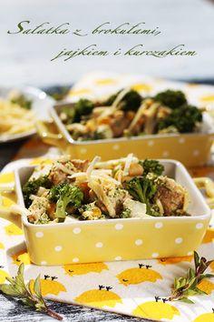 Sałatka z jajkiem, brokułami i kurczakiem