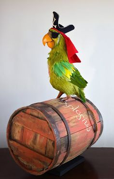 Parrot of the Caribbean by Kevin Kidney & Jody Daily Pirate Halloween Decorations, Decoration Pirate, Halloween Themes, Fall Halloween, Pirate Kids, Pirate Day, Pirate Birthday, Pirate Theme, Pirate Parrot