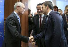 """Renzi arriva presto a Justus Lipsius per incontrare Van Rompuy, ma sbaglia strada e ironizza: """"l'Ue cambia verso"""""""