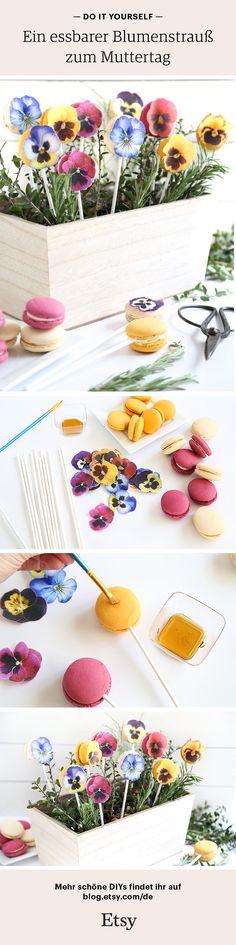 DIY zum Muttertag oder jeden anderen schönen Anlass: Gestaltet Macarons mit Blumen um somit einen Blumenstrauß der besonderen und leckeren Art verschenken zu können. Mehr auf unserem Etsy Blog. Baby Crafts, Toddler Crafts, Diy For Kids, Crafts For Kids, Fathersday Crafts, Edible Bouquets, Diy Mothers Day Gifts, Mother's Day Diy, Food Humor