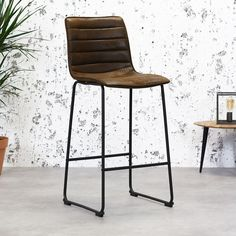 These days, bar stools are indispensable in a kitchen. The Ryan is the perfect stool for the bar, kitchen island or high table. The bar stool Ryan buy it now! Island Stools, Stools For Kitchen Island, Bar Kitchen, Kitchen Ideas, Kitchen Faucets, Copper Kitchen, Kitchen Dining, Dining Room, Industrial Dining Chairs
