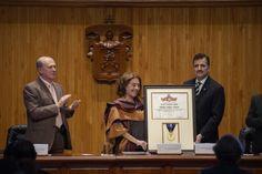 Viuda de Galeano dedica el honoris causa a los 43 estudiantes
