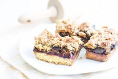 Use fresh figs to make delectable fig crumble bars. Easy to make and easy to eat! Perfect for picnics, school lunches, or hiking.