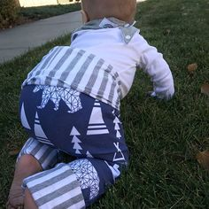 Baby and Toddler leggings Little tush is on the go and our Grow with me leggings are not slowing him down one bit! I love the bear, navy, and grey combonation of these. Grab your little babe a pair shop link is in bio!