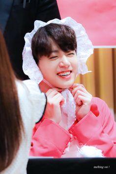Jungkook is still a baby hahahahah Taehyung, Jungkook Jeon, Vlive Bts, Kookie Bts, Jungkook Cute, Yoongi, Bts Bangtan Boy, Jung Kook, Jung Hyun