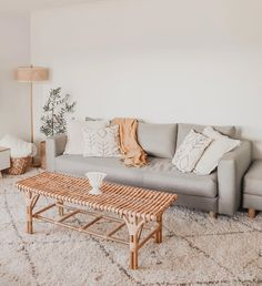 In case you're on the chase for cute prompt inside structure sight to behold to motivate your own bohemian style living space, look to bohemian furniture! Wooden Couch, Boho Lounge, Bohemian Furniture, Shaggy Rug, Boho Gypsy, Modern Rugs, Modern Interior, Boho Fashion, Love Seat