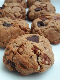 Recently Gone Vegan? Try These Simple Healthy Vegan Snacks Cookie Vegan, Healthy Cookie Dough, Healthy Vegan Snacks, Healthy Cake, Chocolate Caramel Slice, Sweet Recipes, Vegan Recipes, Gateaux Vegan, Desserts With Biscuits