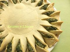 TORTA RUSTICA CON GLI SPINACI  Spinach pie... This is a translated Italian recipe. Something like a pizza in the shape of the sun or sunflower