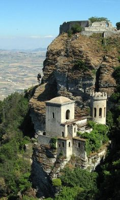 Erice Castle, Sicily, Italy If I could live in this majestic mountain top town I would in a heart beat! Places Around The World, Oh The Places You'll Go, Places To Travel, Places To Visit, Around The Worlds, Travel Destinations, Dream Vacations, Vacation Spots, Vila Medieval