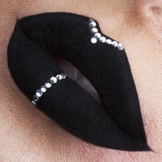 Lip art Black Velvet Instagram: vladamua