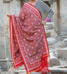 Madhvi handicrafts Traditional patan patola dupatta with paan chanda design for inquiries call or whatsapp +91 9638091196