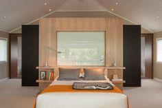 tête de lit originale à étagères de rangement au lieu de tables de ...