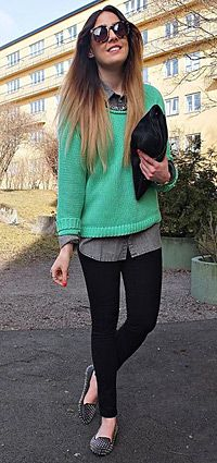 Mint green sweater & leggings. Perfect for early #Spring. #streetstyle #AdeaEveryday