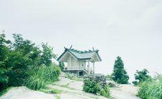 宝満宮竈門神社(ほうまんぐうかまどじんじゃ)は福岡県太宰府市にあり、玉依姫命を主祭神にお祀りする神社です。 「縁結び・方除け・厄除けの神様」として、日本全国からご崇敬を集めています。境内のご案内や四季の風景など、竈門神社の見所をご紹介いたします。