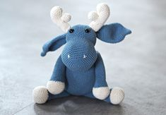 Hæklet Elg - Gratis hækleopskrift - MrsMom Knit Or Crochet, Crochet For Kids, Crochet Toys, Crotchet Animals, Crochet Amigurumi Free Patterns, Holiday Crochet, Textiles, Loom Knitting, Crochet Projects