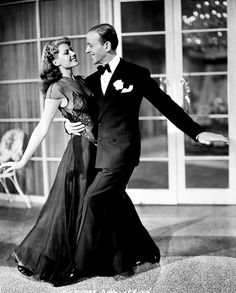 Rita Hayworth and Fred Astaire - The most perfect Hollywood dance pair. Old Hollywood Glamour, Vintage Glamour, Vintage Hollywood, Hollywood Stars, Classic Hollywood, Rita Hayworth, Shall We Dance, Just Dance, Viejo Hollywood